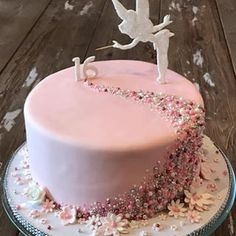 ideas for my sweet 16 16th Birthday Cake For Girls, Fairy Birthday Cake, Sweet 16 Birthday Cake, Beautiful Birthday Cakes, Disney Birthday, Sweet Sixteen Cakes, Sweet 16 Cakes, Cute Cakes, Birthday Cake Decorating