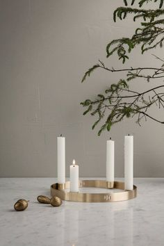 Ideas Original to decorate your table this season Ferm Living Circle candle holder is perfect to decorate your Christmas table, available online 💫 . Ideas Original to decorate your table this season Scandinavian Holidays, Nordic Christmas, Modern Christmas, Christmas Tree, Minimal Christmas, Christmas Candles, Simple Christmas, Brass Candle Holders, Coron