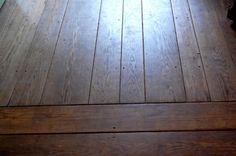 Drewniana podłoga w domu