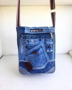 8 astonishing cool tips hand bags diy tutorials hand bags pink fashion hand bags designer miu miu hand bags style handbags hand bags women spring 2016 Denim Tote Bags, Denim Handbags, Denim Purse, Purses And Handbags, Diy Jeans, Blue Jean Purses, Diy Bags Tutorial, Denim Crafts, Diy Handbag