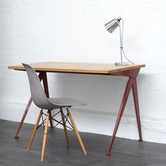 Vitra Compass direction table