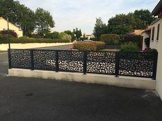 Panneaux décoratifs Gamme Contemporaine - Ambellya Window Grill, Garden Screening, French Style Homes, Front Gates, Plasma Cutting, Interior Decorating, Sidewalk, Exterior, Patio