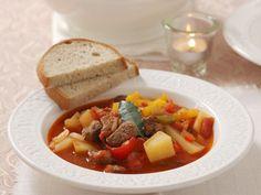 Gulasch nach ungarischer Art ist ein Rezept mit frischen Zutaten aus der Kategorie Eintöpfe. Probieren Sie dieses und weitere Rezepte von EAT SMARTER!
