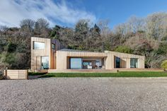 The team from AR Design Studio were approached to design the extension of an existing holiday home on a scenic cliff top on the south coast.   Project: Architect AR Design Studio  Contractor- Mew Developments  Engineer- Eckersley O'Callaghan  Location: South England Year: 2016 Photographer: Martin Gardner
