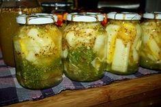 Cukinia marynowana po francusku , to następny prosty i smaczny przepis na zimowe przetwory z tego pysznego warzywa . Łagodne pikle o szerokim zastosowaniu