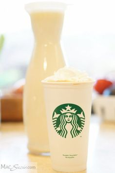 This DIY white chocolate mocha mix will save you TONS because you can skip the line at Starbucks and make it in your own kitchen :) Starbucks Recipes, Starbucks Drinks, Starbucks Coffee, Coffee Recipes, Coffee Drinks, Coffee Syrups, Starbucks Hacks, Healthy Starbucks, Starbucks Pumpkin