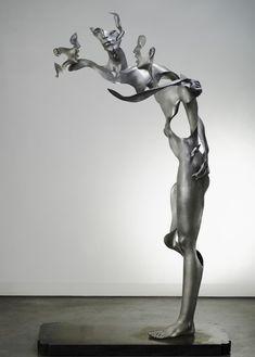 4.La elipsis: Consiste en la supresión de ciertos elementos de la imagen. Mediante este artificio se intenta transmitir cual es el elemento esencial del producto. Esta escultura esta incompleta pero se puede deducir las partes que faltan, además me gusta porque transmite mucho esta escultura.