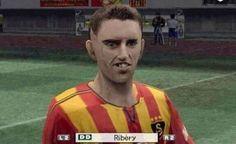 Grafika w grze PES 2005 była niesamowita • Franck Ribery zabawnie wygląda w PESie 2005 • Francuz bohaterem śmiesznego zdjęcia >> #ribery #pes #football #soccer #sports #pilkanozna #funny