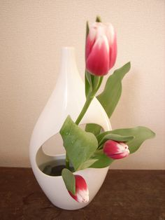 ikebana with tulips