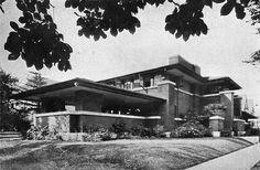 Prairie style design by Frank Lloyd Wright. Prairie Style Architecture, Japanese Architecture, Beautiful Architecture, Architecture Design, Elmwood Village, Frank Lloyd Wright Buildings, Prairie House, Walter Gropius, Architects