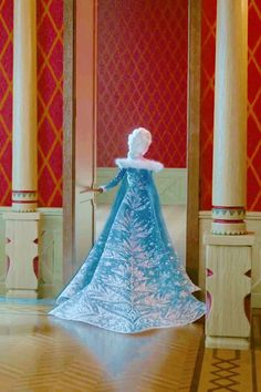 I'm telling you, the dresses are getting better every Frozen film!!! XD