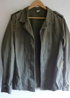 À vendre sur #vintedfrance ! http://www.vinted.fr/mode-femmes/autres-manteaux-and-vestes/25053471-tbe-veste-blouson-bomber-parka-militaire-strass-sequins