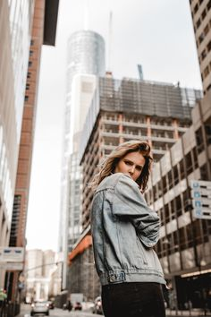 High-rise buildings photography in Frankfurt Portrait Photography Poses, Photography Poses Women, City Photography, Outdoor Photography, Photoshoot Themes, Photoshoot Inspiration, Street Fashion Photoshoot, Urbane Fotografie, Street Photography People