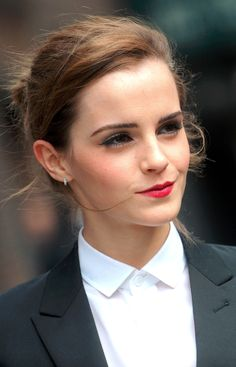 Emma Watson is an example of a Transcendentalist in today's modern world. In today's world it is very hard to stand up for something without being crtizised, Emma Watson is a feminist and is no afraid to spread her idea on to others. Style Emma Watson, Emma Watson Belle, Emma Watson Estilo, Emma Watson Beautiful, Emma Watson Beauty And The Beast, Emma Watson Outfits, Emma Watson Pics, Emma Watson Wallpaper, Maquillage Emma Watson