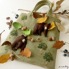 "Bear felt applique and embroidey by e.no.bag "" クマ ノ バッグ "" #bear #grizzly #embroidery #applique #oak #acone"