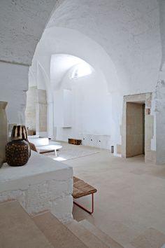 White 1600´s cave interior
