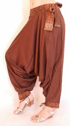 Harem Pants Outfit, Trouser Pants, Look Fashion, Indian Fashion, Fashion Outfits, Fashion Design, Hippie Style, My Style, Pants For Women