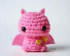 Baby Pink Bat Kawaii Mini Amigurumi Plush by twistyfishies Crochet Cat Pattern, Crochet Patterns Amigurumi, Amigurumi Doll, Kawaii Crochet, Cute Crochet, Unicorn Rooms, Loli Kawaii, Kawaii Plush, Cute Frogs