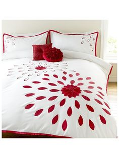 Awesome Bed Cover Design, Bed Design, Draps Design, Bed Sheet Painting Design, Designer Bed Sheets, Fabric Paint Designs, Embroidered Bedding, Bed Sheet Sets, Diy Pillows