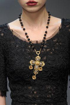 #complementos_de_ moda #Cruz Dolce Gabbana