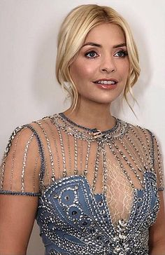 🐻 #HollyWilloughby Holly Willoughby Legs, Denim Wedding, Vintage 1950s Dresses, Tv Presenters, Costume, Blonde Women, I Love Girls, Love Her Style, Hollywood Glamour