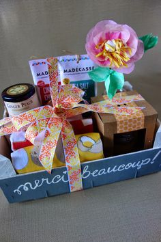Upcycle a gift basket from an old clementine crate!