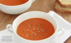 ¿Necesitas una receta para entrar en calor pero sin saltarte la dieta? Prueba esta sopa de tomate llena de vitaminas y nutrientes. A Food, Good Food, Spanish Cuisine, Vegan Soups, Tapas, Diet Recipes, Curry, Veggies, Appetizers