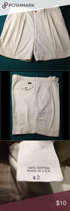 Men's Dockers shorts Men's pleated Dockers shorts, like new, no rips or stains Dockers Shorts