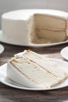 White Wedding Cake – Delicious white cake with white buttercream icing. Tastes … White Wedding Cake – Delicious white cake with white buttercream icing. Tastes like an old-fashioned white wedding cake. Simple enough for beginners. Cupcake Recipes, Baking Recipes, Cupcake Cakes, Food Cakes, Yummy Cakes, No Bake Cake, Just Desserts, Sweet Recipes, Cookies Et Biscuits