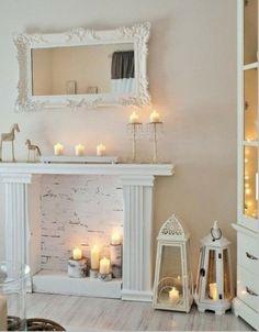 deko kamin ziegelwand weiß stumpenkerzen