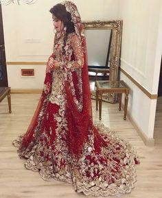 How beautiful is this bridal 😍 Photo credi Asian Bridal Dresses, Asian Wedding Dress, Pakistani Wedding Outfits, Pakistani Wedding Dresses, Bridal Outfits, Indian Dresses, Shadi Dresses, Bridal Dress Design, Bridal Lehenga
