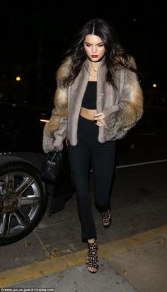 Kendall Jenner and Harry Styles reunite to celebrate pal's birthday Fur-real: While Los Angeles has escaped the blizzard bearing down on the East Coast, it is far from warm, so the model donned a fluffy fur jacket Kendall Jenner Tumblr, Kendall And Kylie Jenner, Kendall And Harry Styles, Kardashian, Fur Coat Outfit, Sergio Rossi, Look Chic, Fur Jacket, Celebrity Style