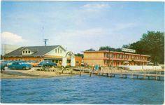 Clear Lake Iowa1950s Motel Cars  L.L. Cook postcard