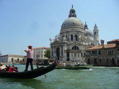 Paseo en #góndola por la #GranCanal de #Venecia frente a Santa María de la Salud, ¿apetece? http://www.venecia.travel/lugares-para-visitar/gran-canal/ #turismo #guia #viajar