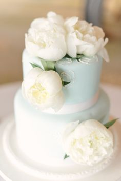 Beautiful cake   Photography: Julie Livingston