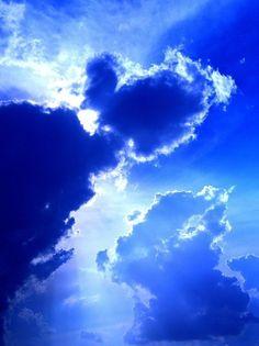 Cobalt sky after the storm Blue Kind Of Blue, Love Blue, Blue And White, Azul Indigo, Bleu Indigo, Bleu Cobalt, Sky And Clouds, Blue Clouds, Blue Aesthetic