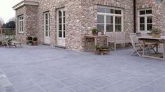 Belgische blauwsteen voor je terras House Goals, Farmhouse, Exterior, Patio, Architecture, Outdoor Decor, Home Decor, Van, Houses