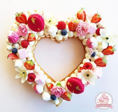 Cake Decorating 29972 Number cake in heart vanilla red fruit Floral Wedding Cakes, Cool Wedding Cakes, Wedding Cake Designs, Wedding Desserts, Wedding Cupcakes, Fruit Birthday Cake, 50th Birthday, Cake Lettering, Heart Cakes