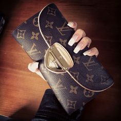 louis vuitton • wallet Pinterest// @allegralu ☾