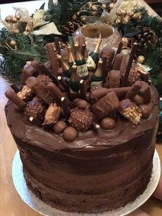 Moist Chocolate Naked Cake - Chocolate Mousse layers topped with Chocolate Ganache and everything chocoholic goodness! #gretchensbakery #chocoholic #chocolatecake
