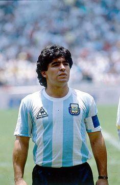 1986 FIFA World Cup in Mexico Armando Diego Maradona * Football player Argentina member of the national team Maradona in the Argentine lineup before. World Football, Football Players, American Football, Cristiano Ronaldo Portugal, Diego Armando, Football Images, Soccer Socks, Sports Basketball, Fifa World Cup