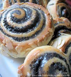 Makové slimáky z výborného cesta, posypané mandľami, sú obľúbeným pečivom v Nemecku, prečo by nemohli, byť aj u vás doma – Báječne nápady Czech Recipes, Ethnic Recipes, Brownie Cookies, Desert Recipes, Food Hacks, Food Tips, Doughnut, Nutella, Sushi