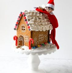 An easy step-by-step photo tutorial to make a gingerbread house. Includes tips and tricks,a gingerbread house template and printable recipe. Gingerbread House Template, Make A Gingerbread House, Easy Meals, Easy Recipes, Sweets Recipes, Easy Snacks, Cookie Recipes, Roast Gammon, Wax Wraps