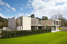Lewandowski Architects Design a Contemporary Home in the Wentworth Estate in Surrey, England