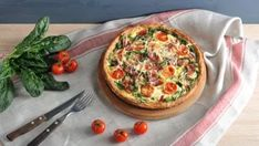 Bryndzový koláč so slaninou a špenátom   Recepty.sk Gumbo, Gnocchi, Vegetable Pizza, Quiche, Vegetables, Breakfast, Food, Basket, Okra