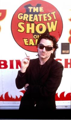 Looking for some Achtung Baby era Bono pics. Rock N Roll Music, Rock And Roll, Running To Stand Still, U2 Songs, Paul Hewson, Achtung Baby, Bono U2, Larry Mullen Jr, Salman Rushdie