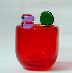 Oiva Toikka (born A Glass Pompom Vase Finland Cut Glass, Glass Art, Adult Art Classes, Glass Vessel, Color Shapes, Dinner Sets, Glass Etching, Glass Design, Scandinavian Design