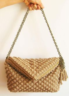 Decorative crochet stitches makes the texture of materials truly stand out.Find the pattern to this bobble stitch bag on the LoveCrochet website!
