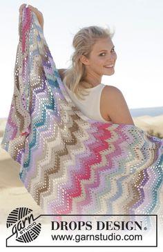 """Beach Party - Crochet DROPS blanket with zig-zag pattern in """"Cotton Light"""". - Free pattern by DROPS Design Chevrons Au Crochet, Motif Zigzag, Crochet Ripple, Crochet Afgans, Manta Crochet, Zig Zag Pattern, Crochet Shawl, Free Crochet, Free Pattern"""