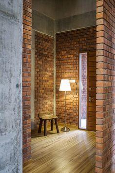 Image 24 of 24 from gallery of Sepang House / Eleena Jamil Architect. Photograph by Eleena Jamil Architect Brick And Wood, Brick Wall, Brick Architecture, Architecture Details, Brick Projects, Brick Cladding, Brick Interior, Sepang, Metal Pergola
